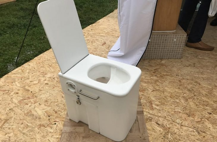 Best Composting Toilet – Expert Reviews & Buying Guide [2018]