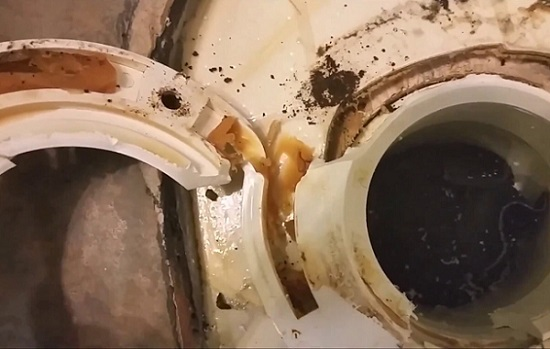 Disassemble the Toilet Flange
